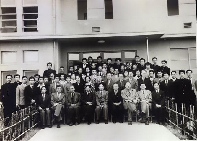 壮図寮の開寮式後の記念写真(1954)